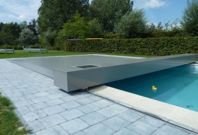 couverture piscine tendue Abrisud